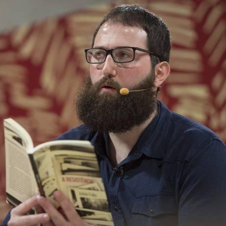 O escritor paulistano Julián Fuks, em participação na Festa Literária de Paraty Foto: Ana Branco / Agência O Globo