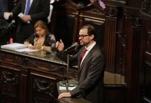 O ex-secretário durante seu discurso na Assembleia, em que confundiu o dramaturgo Bertolt Brecht com o personagem Bertoldo Brecha Foto: Alexandre Cassiano / Agência O Globo