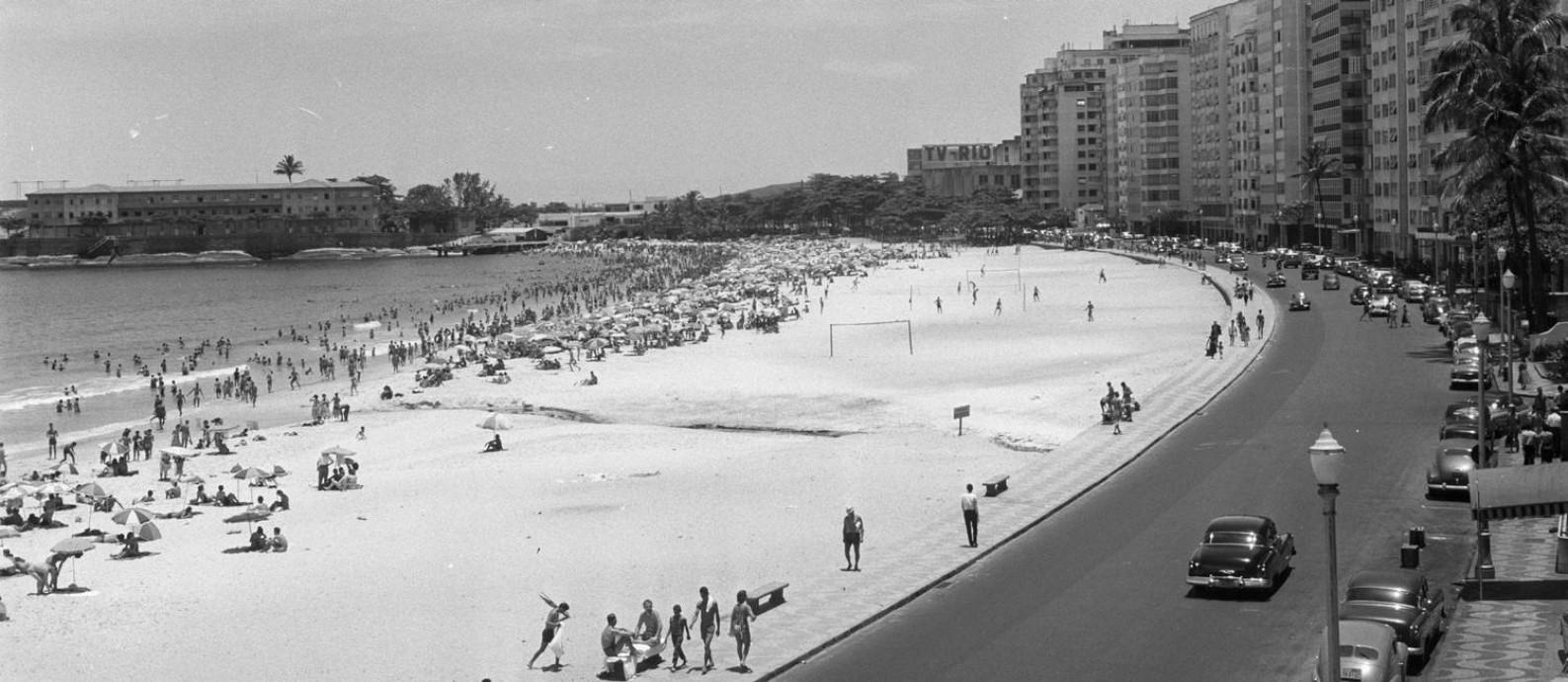 Copacabana, Avenida Atlântica, em 1958, ano em que a bossa começou a se destacar Foto: Arquivo/Agência O Globo/1-1-1958