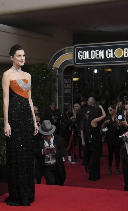 Allison Williams, atriz do filme 'Corra!', foi uma das primeiras a chegar no Globo de Ouro trajando preto. A decisão é um protesto contra assédio sexual em Hollywood Foto: VALERIE MACON / AFP