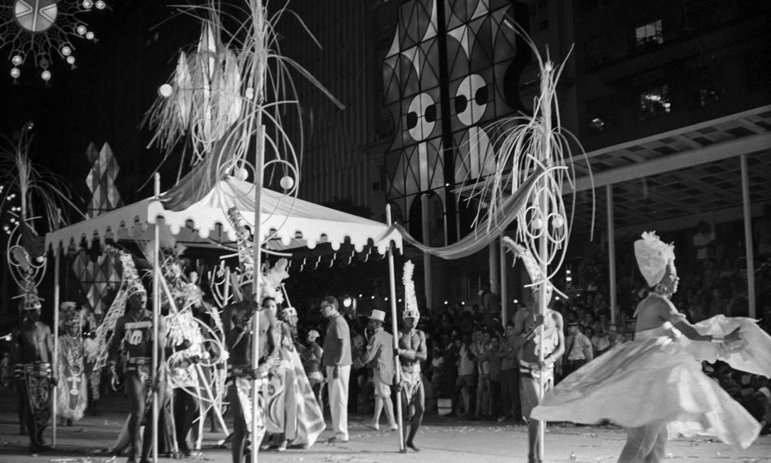 """Em 1967, o Salgueiro desfilou com o ousado """"A história da liberdade no Brasil"""". A censura visitou a escola e liberou o enredo. Mas, estranhamente, no pré-carnaval, faltou luz várias vezes na quadra. ARQUIVO"""