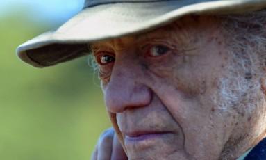 O poeta chileno em 2004 Foto: VICTOR ROJAS / AFP