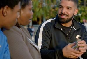 Drake doou dinheiro para pessoas nas ruas de Miami em novo clipe Foto: Reprodução