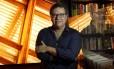 João Emanuel Carneiro, autor de 'Segundo sol', próxima novela das 21h Foto: Márcio Alves / Agência O Globo