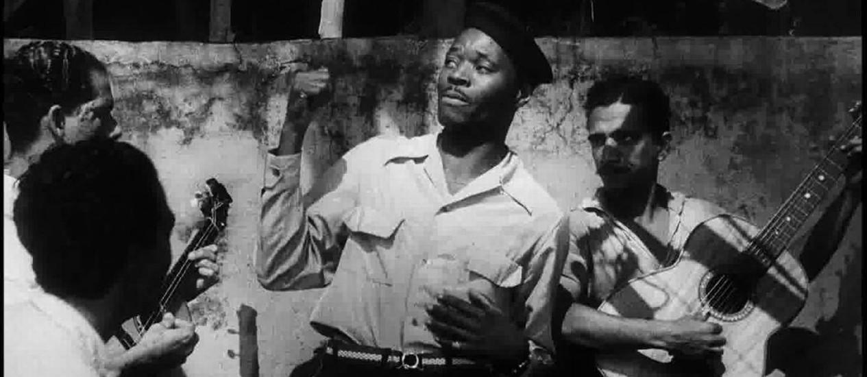 SC - Geraldo Pereira canta em cena de 'O rei do samba', filme sobre Sinhô restaurado pelo MIS Foto: Divulgação