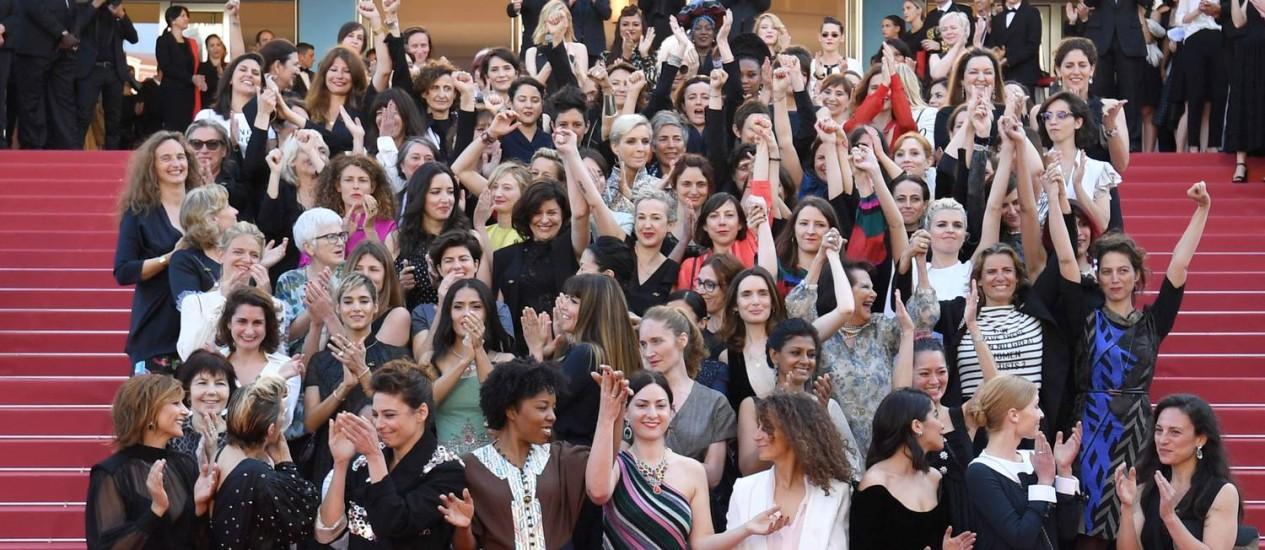 Atrizes, produtoras e cineastas protestaram pela igualdade de direito entre mulheres e homens no cinema, em Cannes Foto: LOIC VENANCE / AFP