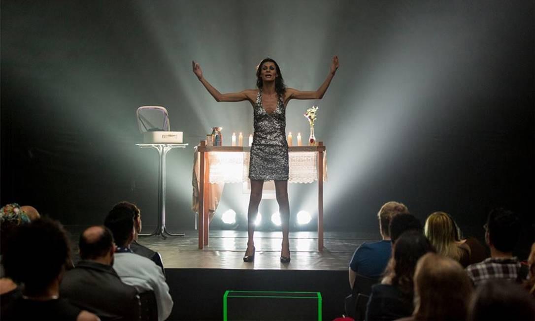 """A atriz Renata Carvalho em cena da peça """"O evangelho segundo Jesus, rainha do céu"""" Foto: Divulgação"""