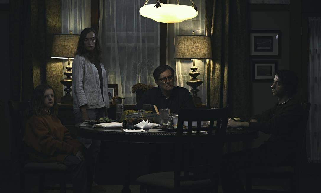 Os atores Toni Collette, já cotada para o Oscar, e Gabriel Byrne com os jovens Milly Shapiro e Alex Wolff: a  família no centro da trama de 'Hereditário'