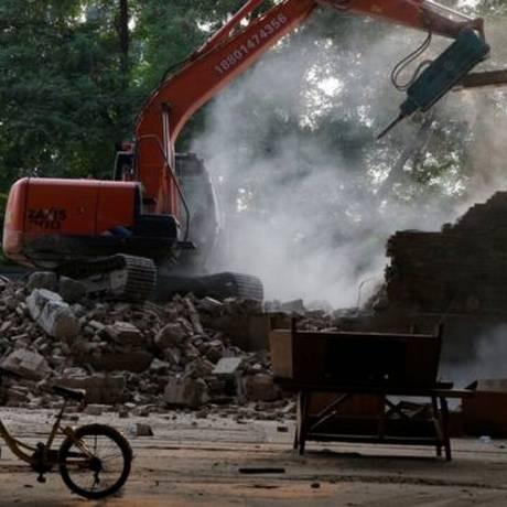 Tratores demolem edifício onde Ai Weiwei mantinha um estúdio Foto: Reprodução / Instagram