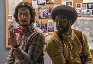Adam Driver e John David Washington em cena de 'Infiltrado na Klan' Foto: Divulgação