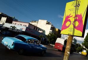 Cartaz do 40º Festival de Havana numa rua da capital cubana Foto: ADALBERTO ROQUE / AFP