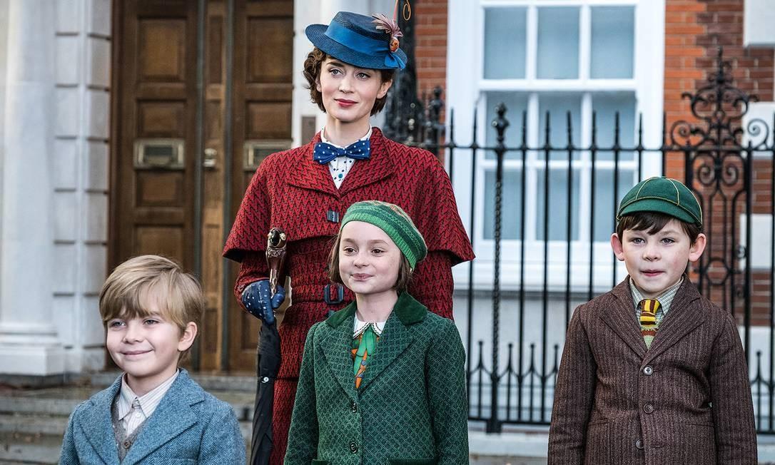 """Emily Blunt e as crianças de """"O retorno de Mary Poppins"""" Foto: Agência O Globo"""