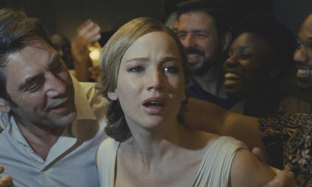 """""""Mãe!"""" (2017). O alegórico filme de Darren Aronofsky gerou todo tipo de interpretação, com destaque para a de que Jennifer Lawrence representaria o planeta Terra atormentado pela humanidade. A confusão rendeu três indicações ao Framboesa de Ouro, prêmio dos piores do cinema. Foto: Niko Tavernise / AP"""