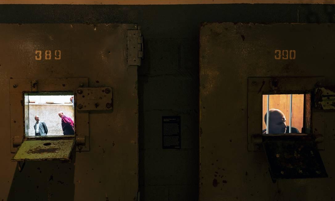 """Vídeos em exibição no """"KGB Spy Museum"""", em Nova York Foto: KARSTEN MORAN / NYT"""