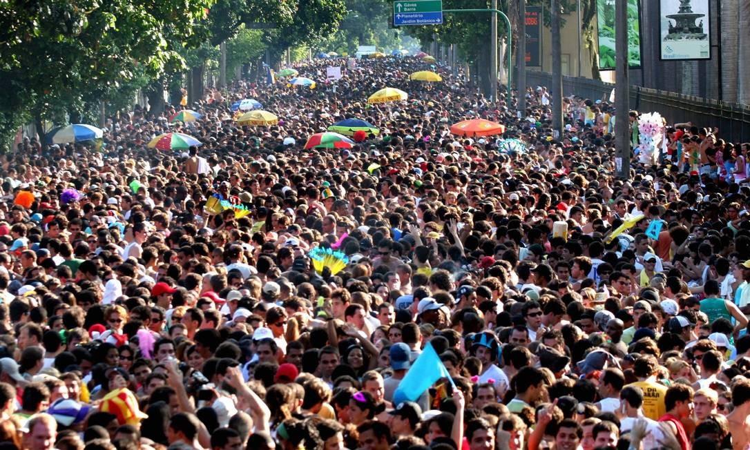 Desfile do Suvaco do Cristo em 2006: a Rua Jardim Botânico é do povo Foto: Lucíola Villela / Agência O Globo