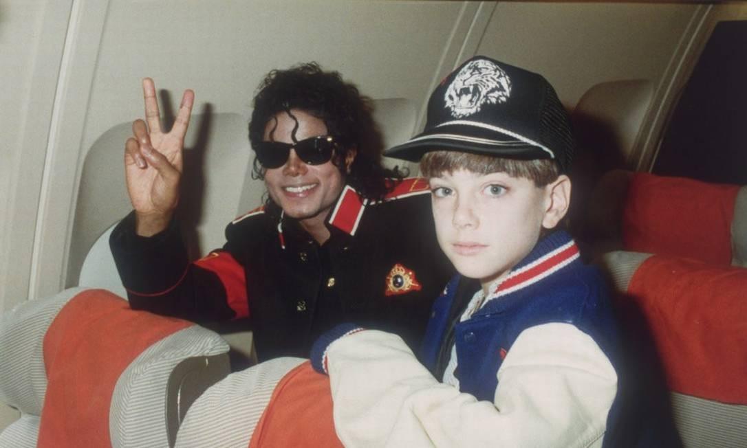 """Michael Jackson e o menino James Safechuck em foto apresentada no documentário """"Leaving Neverland"""" Foto: Divulgação/HBO / Divulgação/HBO"""
