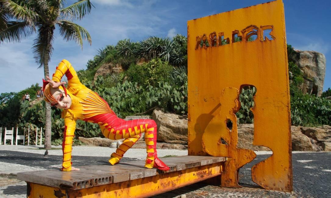 Integrante do espeáculo 'Ovo', do Cirque du Soleil, no Arpoador Foto: Marcos Ferreira/IMM