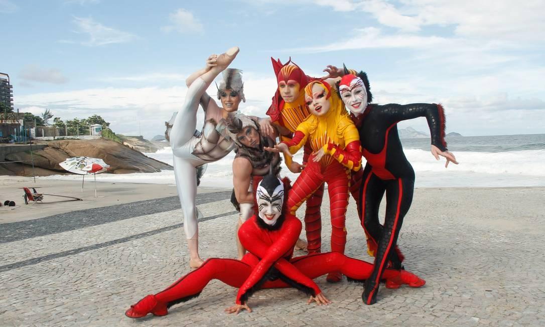 Bailarinos e acrobatas do Cirque du Soleil, no Arpoador Foto: Marcos Ferreira/IMM