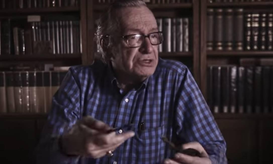 Olavo de Carvalho é um dos entrevistados do documentário '1964, o Brasil entre armas e livros Foto: Reprodução