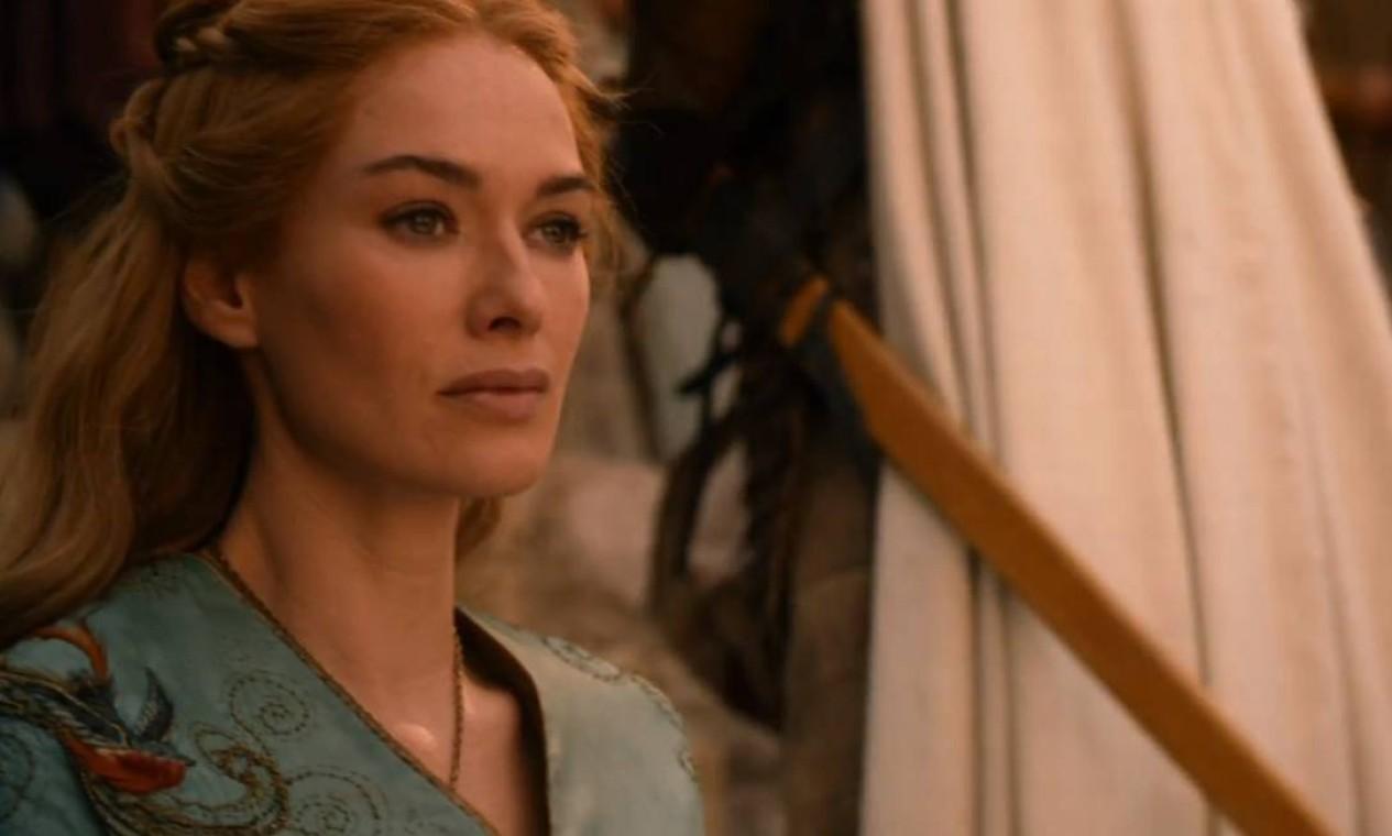 Para reforçar sua pretensão ao trono, Stannis Baratheon revela aos Sete Reinos que Joffrey é filho do incesto de Cersei Lannister com Jaime. Paranóica, a Rainha Mãe faz de tudo para proteger os interesses do filho, buscando uma aliança com os Tyrell, através do casamento de Joffrey com Margaery. Foto: Reprodução