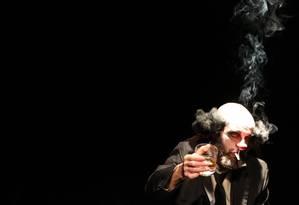 Márcio Douglas é o palhaço Klaus, mal-humorado, fumante e beberrão Foto: Divulgação / Gabriel Rachi