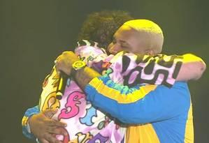 Post Malone abraça Kevin O Chris no Lollapalooza: o americano recebeu o funkeiro no palco Foto: Reprodução