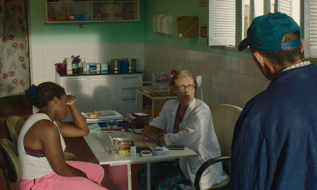 Sonia Braga, que encarna a médica Domingas, em cena de 'Bacurau' Foto: Cinemascópio / Divulgação/Cinemascópio