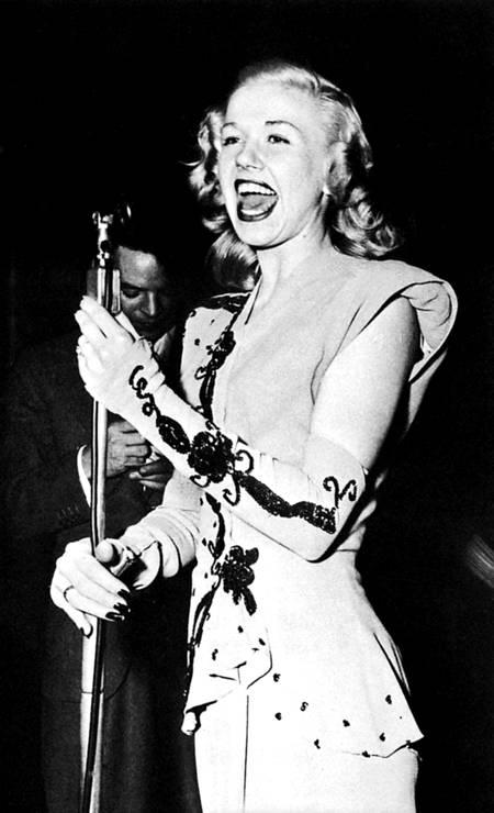 """Doris Day começou sua carreira nos anos 1940 como vocalista de big-band e cantou com a banda de Les Brown. Seu álbum mais conhecido, """"Sentimental journey"""", foi um dos maiores sucessos da banda e vendeu mais de um milhão de cópias. Foto: Reprodução"""