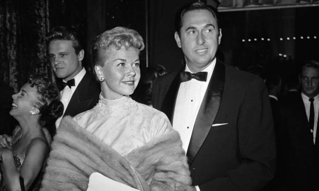 Na época em que fez seu primeiro filme, Doris Day havia se casado e se divorciado duas vezes. Seu terceiro marido foi seu Martin Melcher. Embora o casamento parecesse feliz, após a morte de Melcher, em 1968, ela descobriu que ele e seu advogado haviam desviado US$ 20 milhões de sua fortuna, além de terem deixado uma dívida de US$ 500 mil. Foto: Getty Images/Jay Scott
