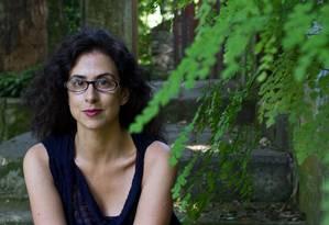 """Alexandra Lucas Coelho em 2012 na casa do Cosme Velho onde viveu e começou a escrever o livro """"Deus-dará"""" Foto: Paula Giolito / Agência O Globo"""