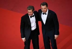 """Brad Pitt e Leonardo DiCaprio no tapete vermelho de Cannes, onde """"Era uma vez em Hollywood"""" concorre à Palma de Ouro Foto: CHRISTOPHE SIMON / AFP"""