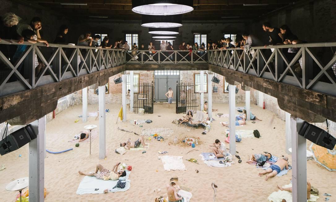 A ópera lituana 'Sun & Sea (Marina)' (2019), vencedora do Leão de Ouro na Bienal de Veneza Foto: Gianni Cipriano / NYT
