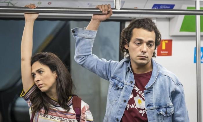 Enzo (Eduardo Sterblitch) e Rita (Tatá Werneck) são os protagonistas de 'Shippados' Foto: PAULO BELOTE / Divulgação