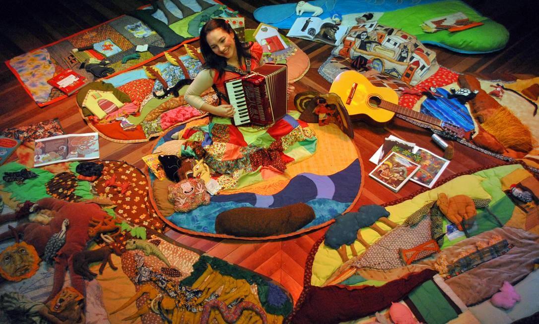 """Contadores de histórias - A """"Ciranda de tapetes"""" de Daniela Fossaluza Foto: Claudio Medeiros / Divulgação"""