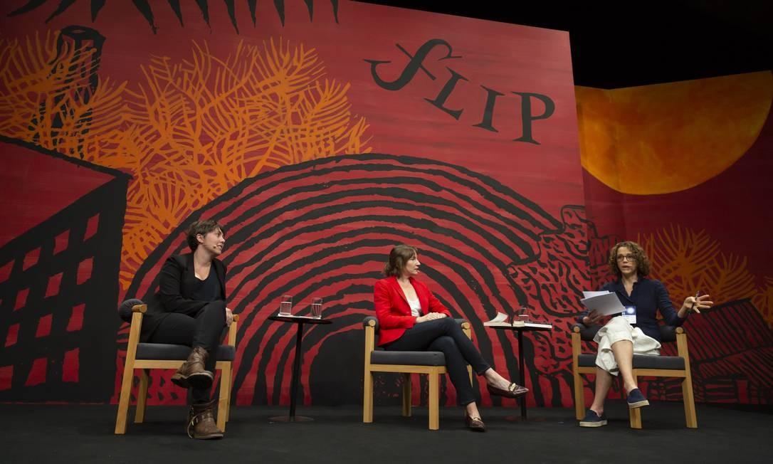 SC Paraty (RJ) 11/07/2019 - FLIP. Mesa 5 - Kristen Roupenian (cabelos curtos) e Sheila Heti (casaco vermelho). Foto: Leo Martins / Agencia O Globo Foto: Leo Martins / Agência O Globo