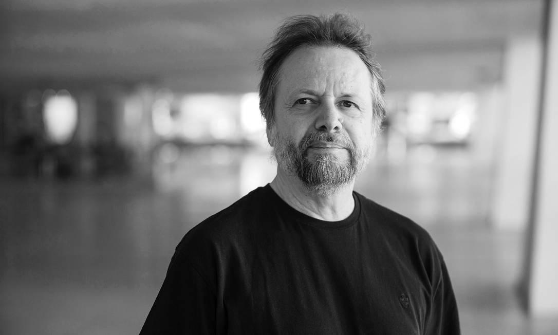 """O escritor Cristovão Tezza, que concorre ao prêmio Oceanos com o romance """"A tirania do amor"""" (Todavia) Foto: Guilherme Pupo / Divulgação"""