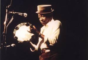Jackson do Pandeiro durante apresentação ao vivo Foto: Mario Luiz Thompson / Divulgação