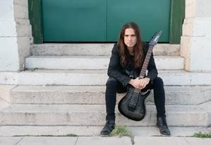 O guitarrista brasileiro Kiko Loureiro, do Megadeth Foto: Alex Solca / Divulgação