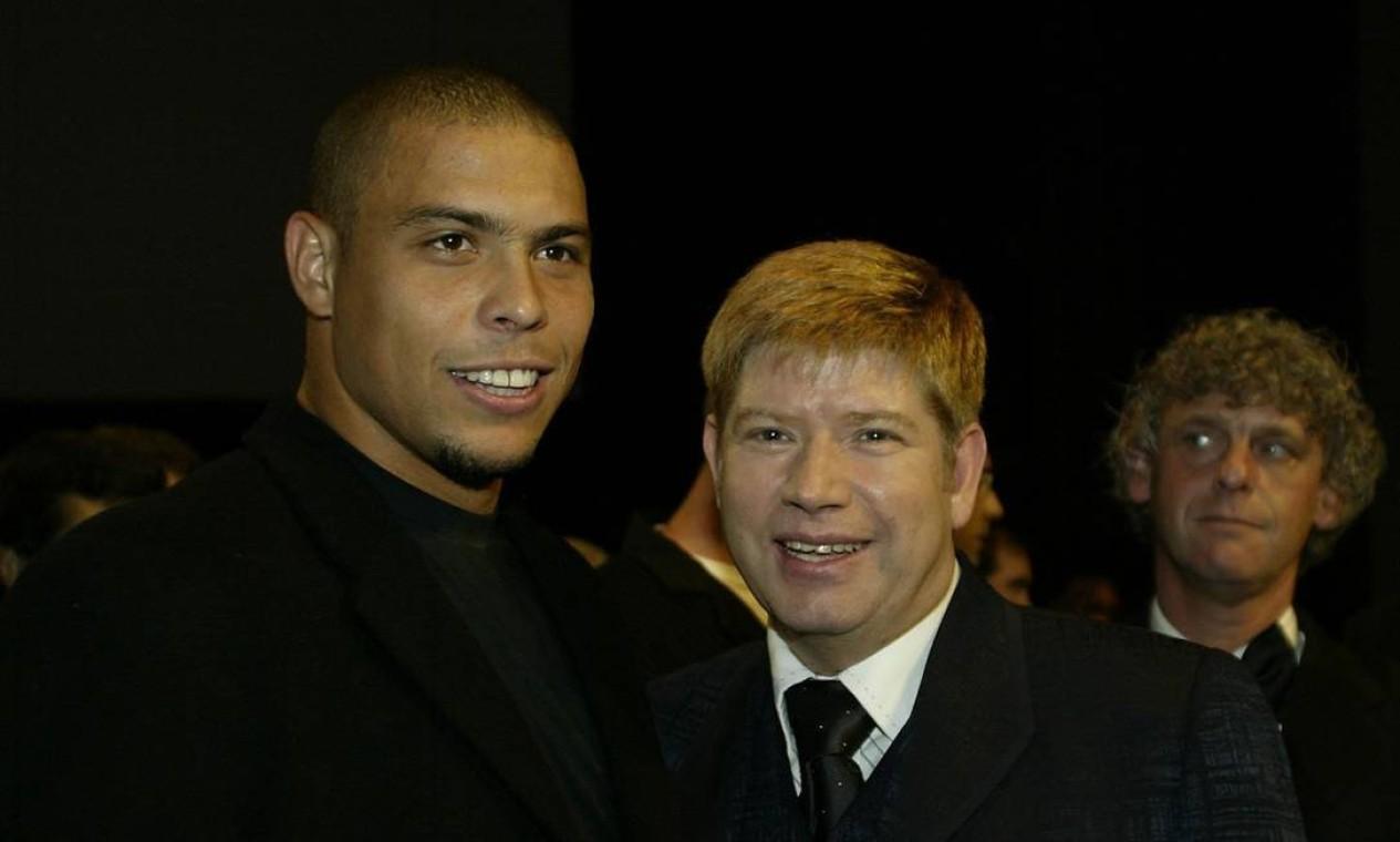 Em 2003, Leal posa ao lado de Ronaldo Fenômeno na Festa de apresentação do Rock in Rio Lisboa Foto: Pedro Zenkl / Divulgação
