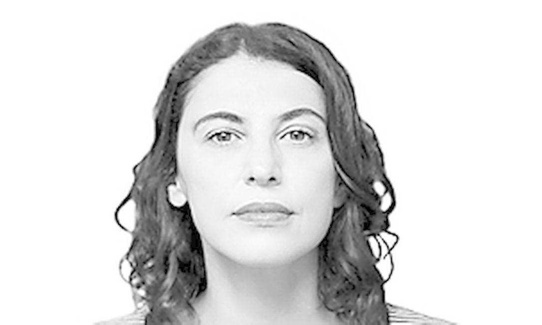 """Giovana Madalosso é roteirista e escritora, autora dos romances """"A teta racional"""
