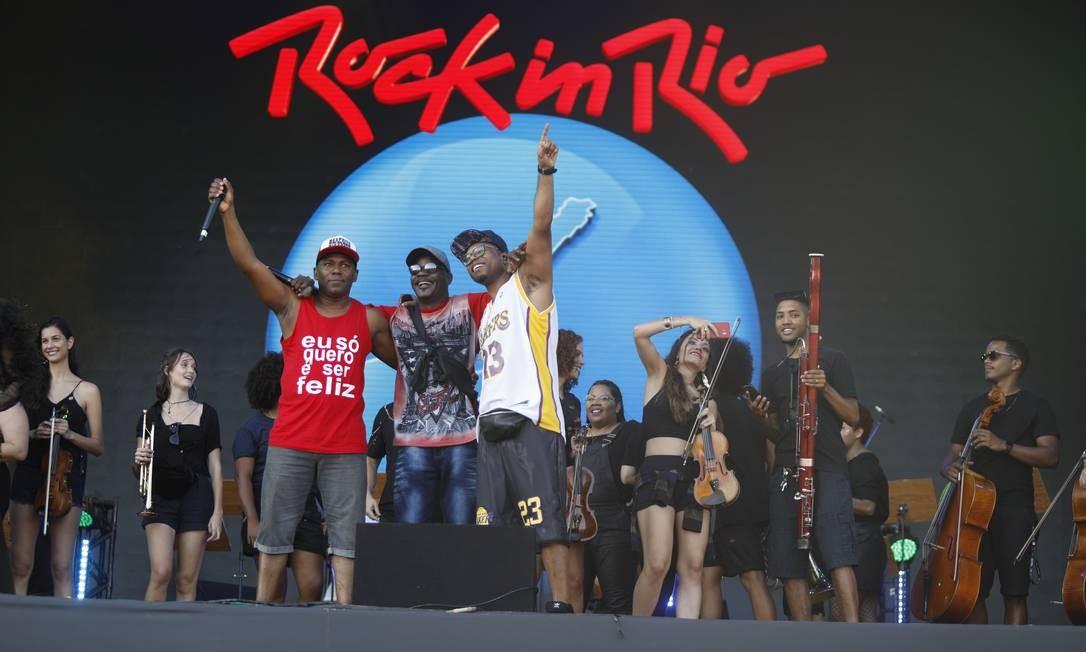 Junto com Buchecha, a dupla Cidinho e Doca relembrou sucessos, entre eles o 'Rap da Felicidade' Foto: Brenno Carvalho / Brenno Carvalho/Agência O Globo