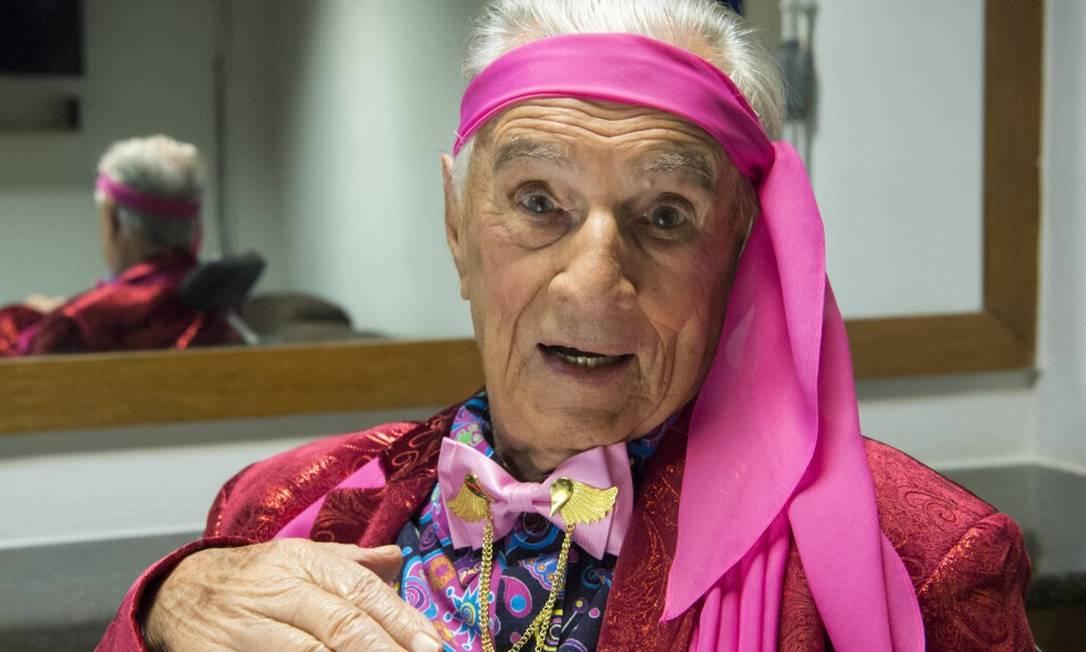 Orlando Drummond, aos 100 anos, nos bastidores da gravação da 'Escolinha do Professor Raimundo' Foto: Estevam Avellar / Rede Globo