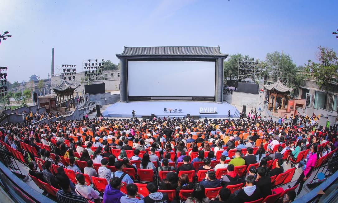 Público da masterclass de Zhang Yimou em Pingayo, na sala Plataforma, com 2 mil lugares Foto: Divulgação