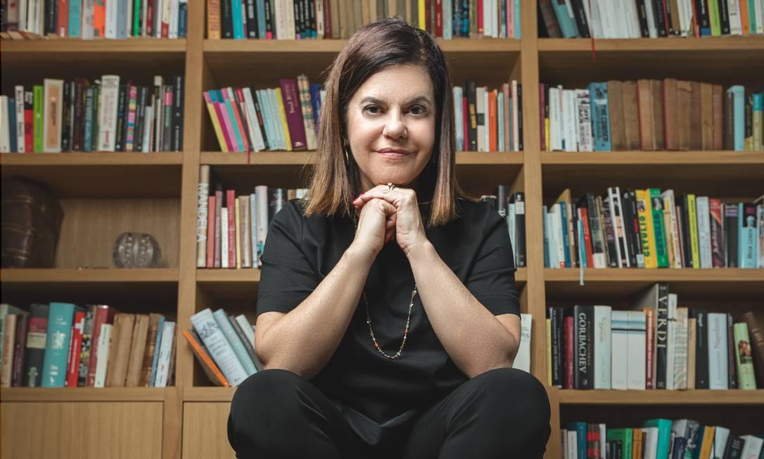 """A escritora Patrícia Melo, que lança no próximo dia 6 de novembro o romance """"Mulheres empilhadas"""", uma trama sobre feminicídio Foto: Kyrhian Balmelli"""