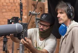 O diretor Walter Salles filma o curta 'Quando a terra treme' Foto: Lucas Gontijo de Godoy / Divulgação