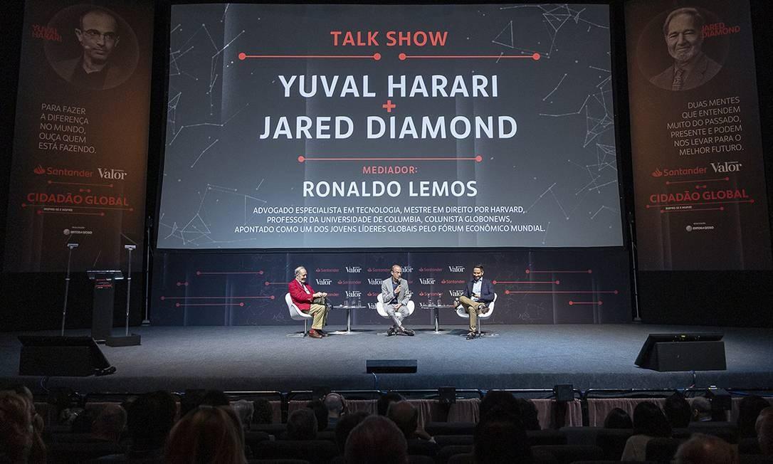 Jared Diamond, Yuval Harari e Ronaldo Lemos debateram diferentes temas ao fnal do evento, entre eles saúde mental e educação Foto: Leo Orestes