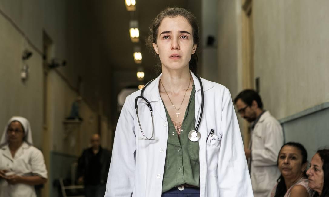Marjorie Estiano como a médica Carolina em 'Sob pressão', série da TV Globo Foto: Raquel Cunha / Globo