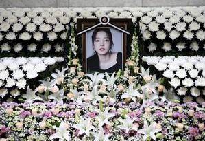 A memorial altar of K-pop star Goo Hara is seen at the Seoul St. Mary's Hospital in Seoul, South Korea November 25, 2019. Chung Sung-Jun/Pool via REUTERS Foto: POOL / Getty Images