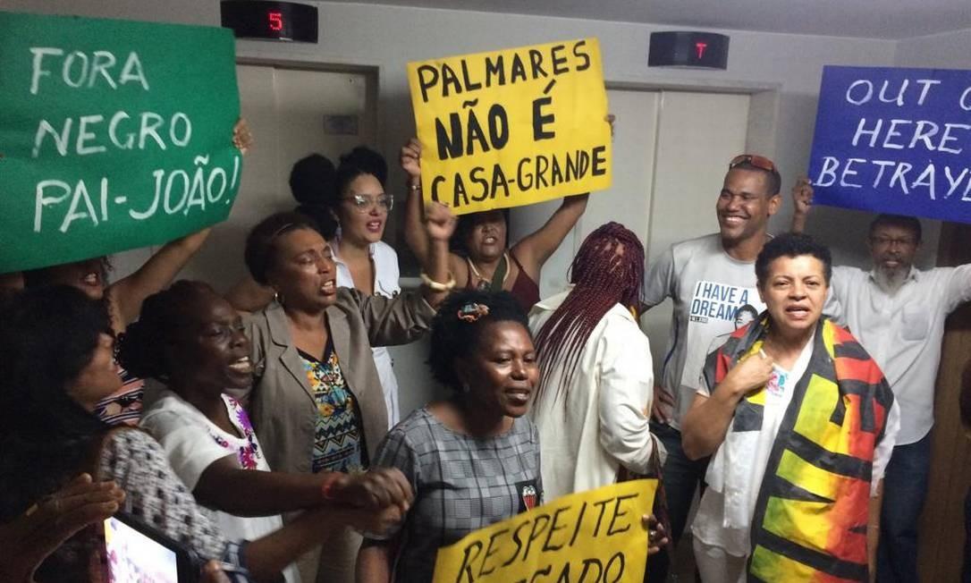 Protesto contra a nomeação do novo presidente da Fundação Palmares, em Brasília Foto: Jorge Willian/ Agência O Globo