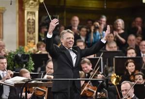O maestro Marris Jansons durante o tradicional concerto de Ano Novo da Filarmônica de Viena, em 1º de janeiro de 2019 Foto: HERBERT NEUBAUER / AFP